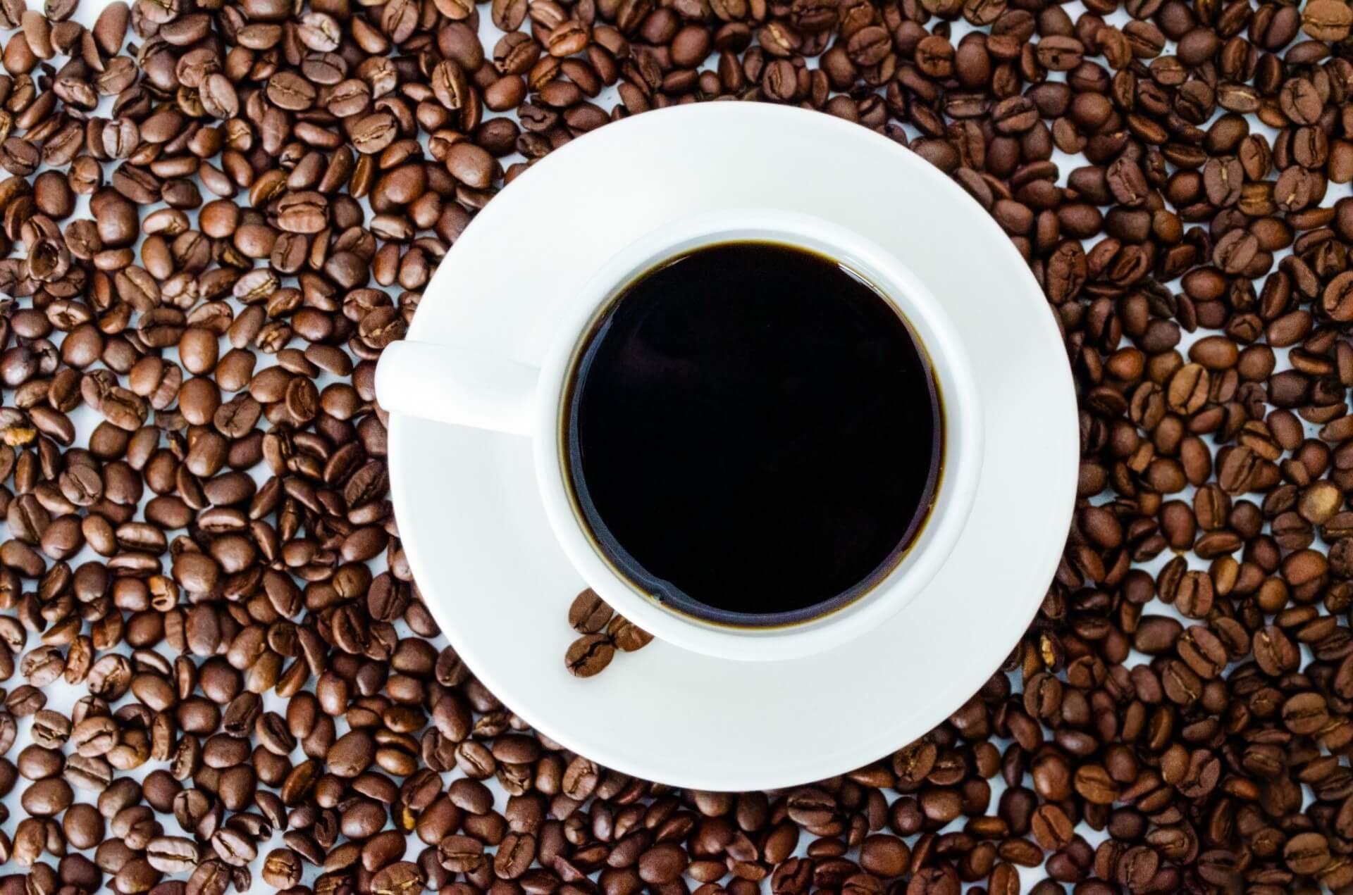 kaffeemaschine mit abnehmbaren wassertank header